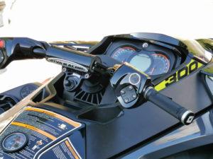 RIVA PROシリーズステアリングバースイッチキットRS20120-B装着